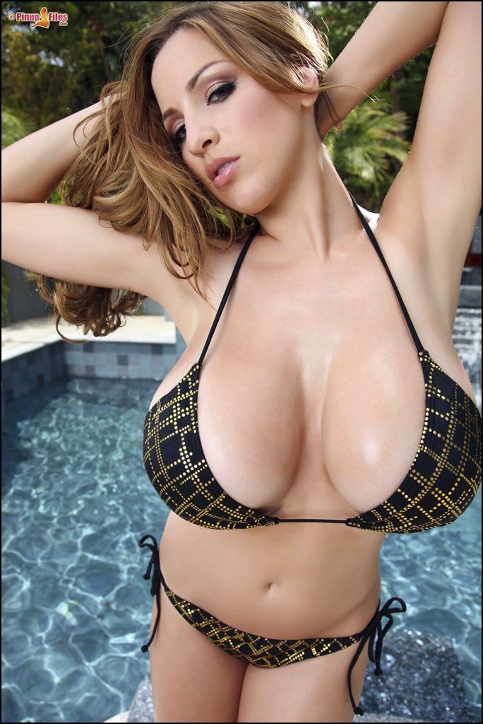 Jordan Carver big tits in bikini